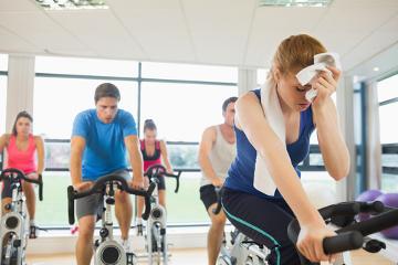 Exercícios intensos sem a reposição de água podem desencadear desidratação
