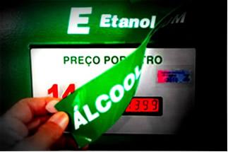 A nomenclatura correta do álcool comum é etanol
