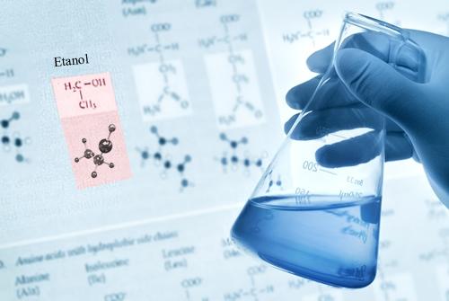 O etanol (álcool etílico) é classificado como monoálcool e como álcool primário