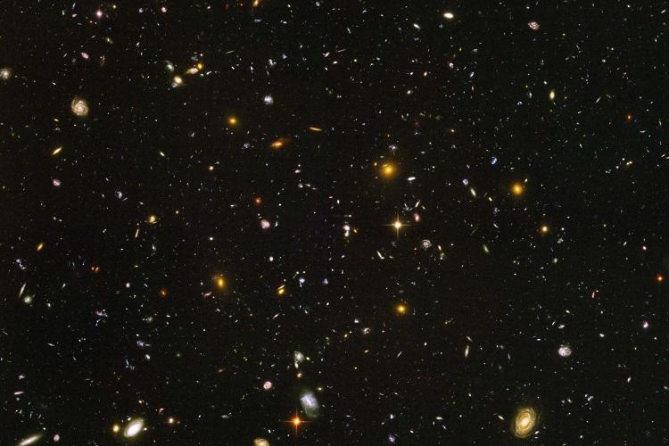 Na imagem, tirada em 2004 pelo telescópio Hubble, vemos o universo em seu estágio inicial de formação, há 13 bilhões de anos